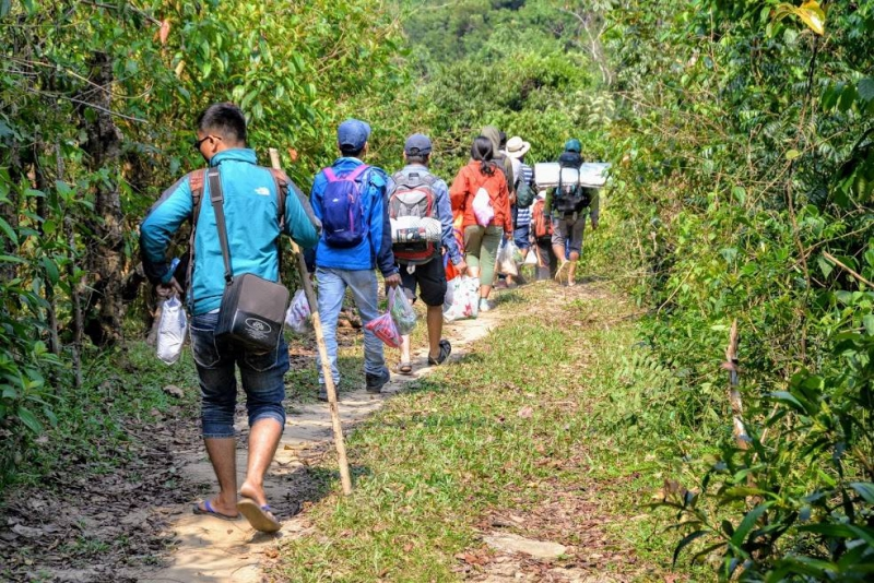 Trekking to discover springs and waterfalls in Da Nang